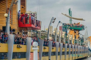 Huge Crowds showed up for the Stars water ski show in Guayaquil, Ecuador